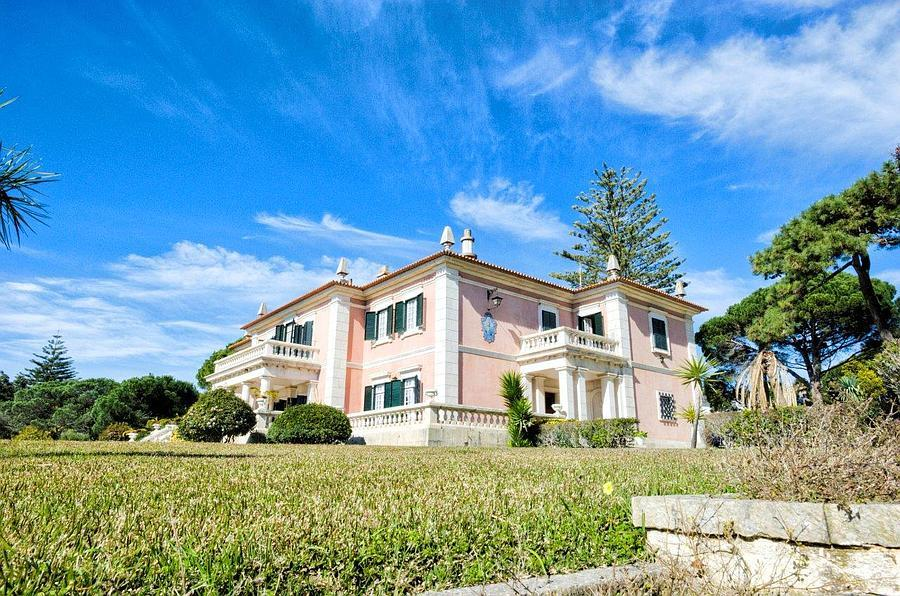 Splendid residence in the most exclusive residential area of Estoril