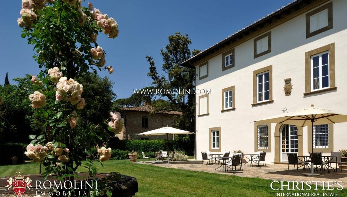 02-fly-in-estate-for-sale-tuscany