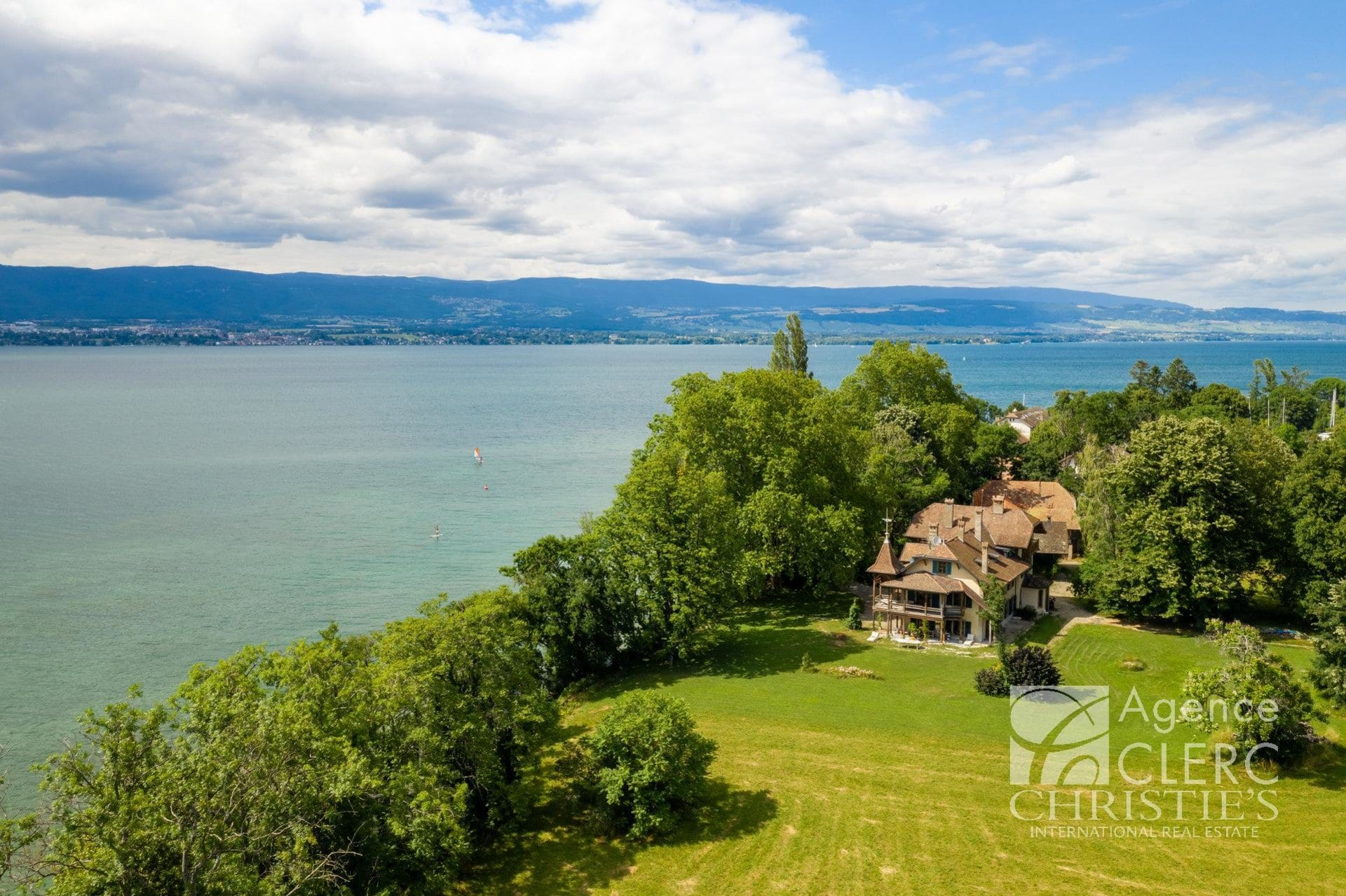Messery, exceptionnal waterfront estate